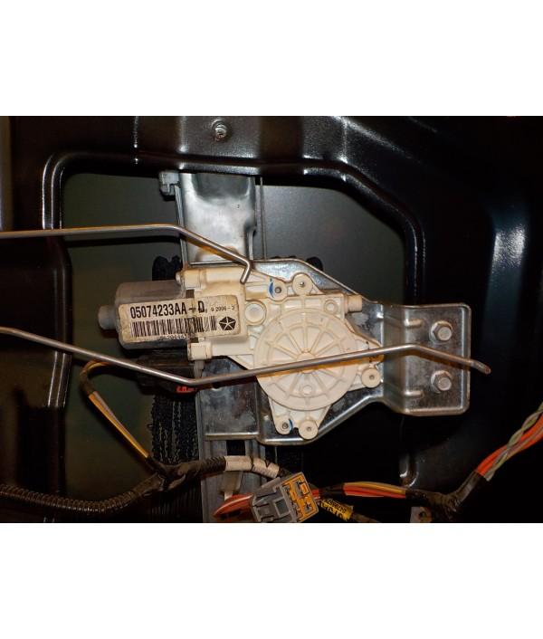 Стеклоподъемник электрический задний левый